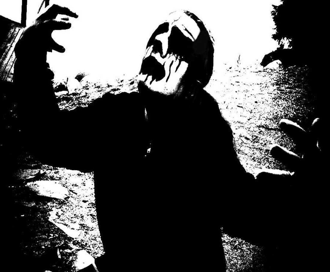 """Artisten """"Lany"""" finns på modekedjans kläder. Såhär ser metalkuppens tolkning av """"Lany"""" ut. Foto: Strong Scene Productions."""