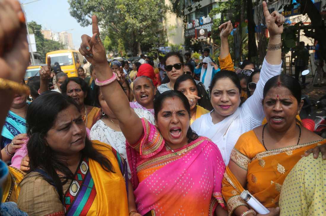 Aktivister från Bombay demonstrerar till stöd för skådespelerskan Tanushree Dutta, som i oktober i fjol anklagade sin kollega Nana Patekar för sexuellt ofredande.