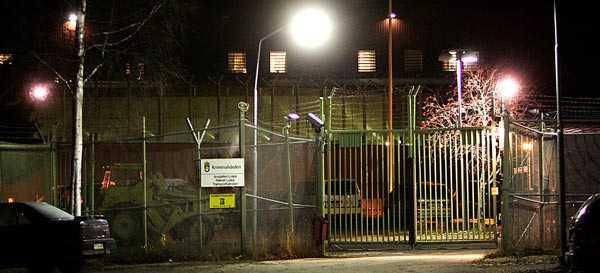 Här sitter han På häktet på Porsöanstalten i Luleå sitter 51-åringen som på sannolika skäl är misstänkt för mordet på Carolin Stenvall.