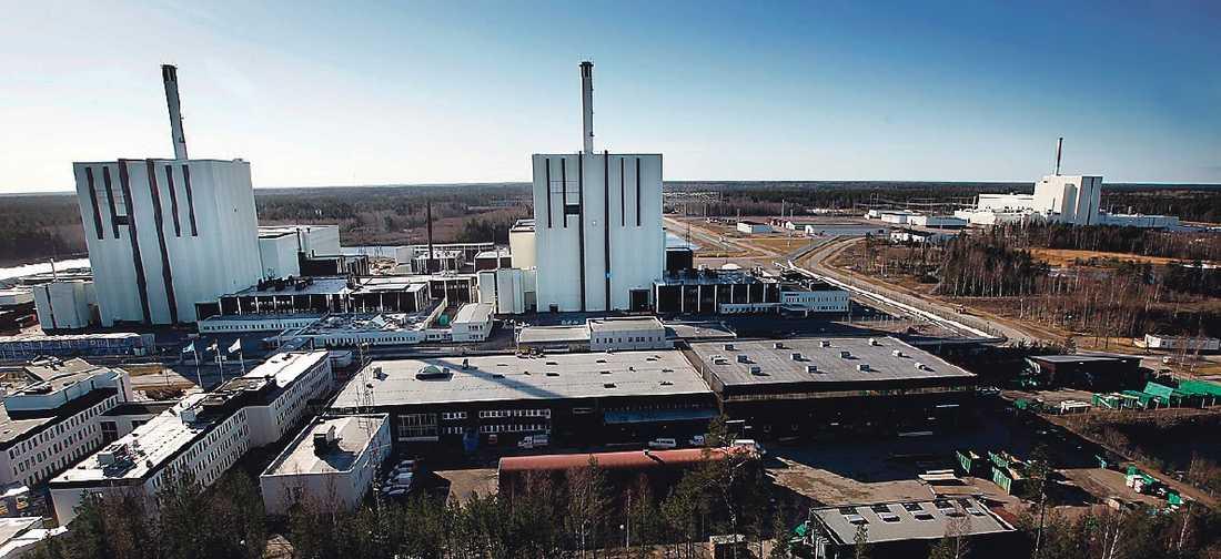 """""""Lita på säkerheten?"""" Forsmark är den senast byggda kärnkraftanläggningen i Sverige, samtliga tre reaktorer togs i bruk under 80-talet. Forsmark är även platsen där SKB vill slutförvara kärnavfall – ett förslag som skapar många frågor kring risker och förvaringsmetoden i sig."""