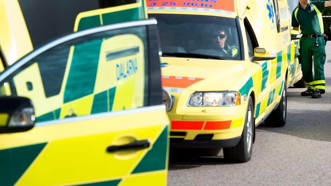 Nitton personer fördes till sjukhus med ambulans efter en misstänkt gasläcka i ett köpcentrum i Jönköping. Arkivbild.