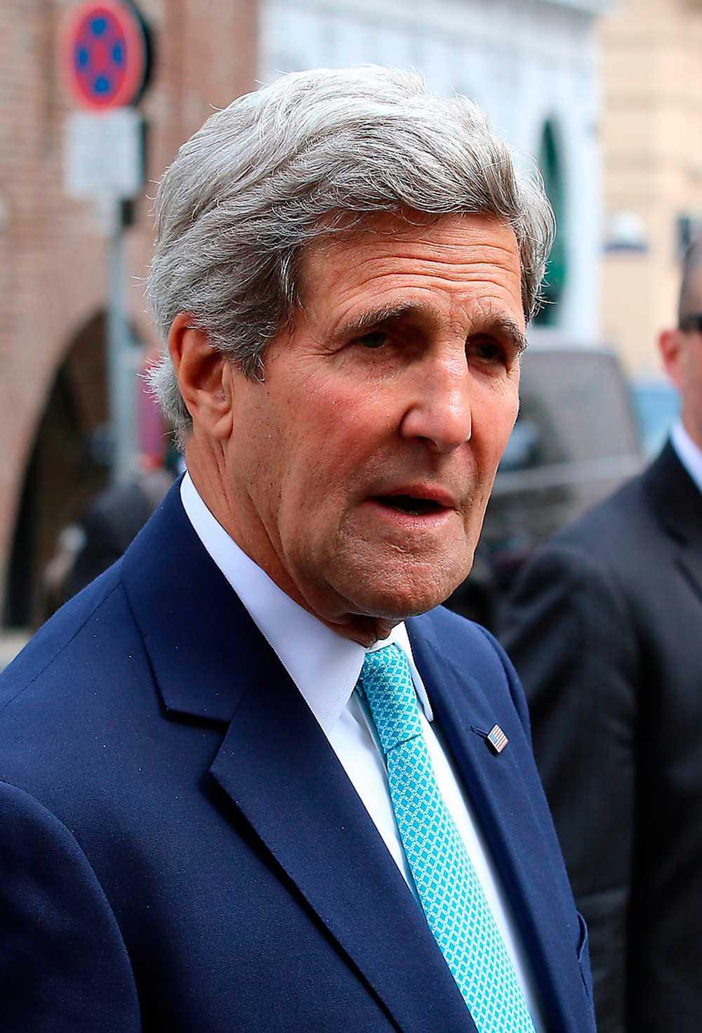 """""""Ryssland beväpnar de här separatisterna. Ryssland tränar de här separatisterna. Och man har inte gjort vad som krävs för att få dem under kontroll"""", säger utrikesminister John Kerry."""