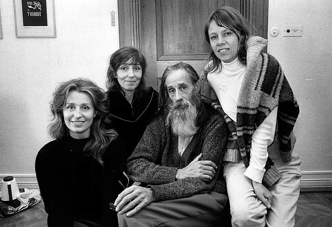 Ledaren Hans Scheike med kvinnorna i den så kallade sexsekten 1988. Foto: Mats Strand