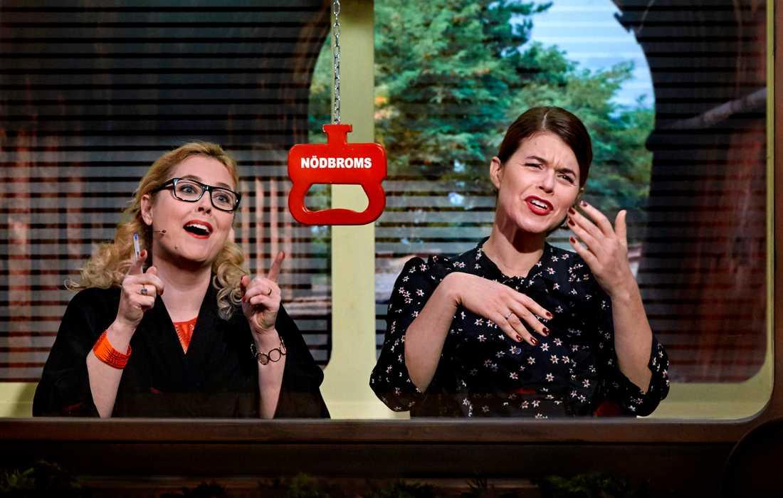 """Hanna Dorsin och Emma Molin i """"På spåret"""". Pressbild."""