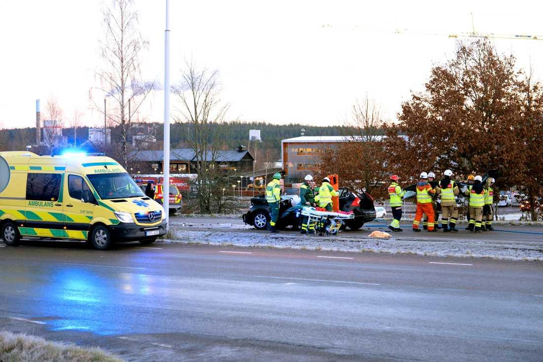Två bilar har kolliderat på Teleborgsvägen i höjd med circle K vid Växjö.