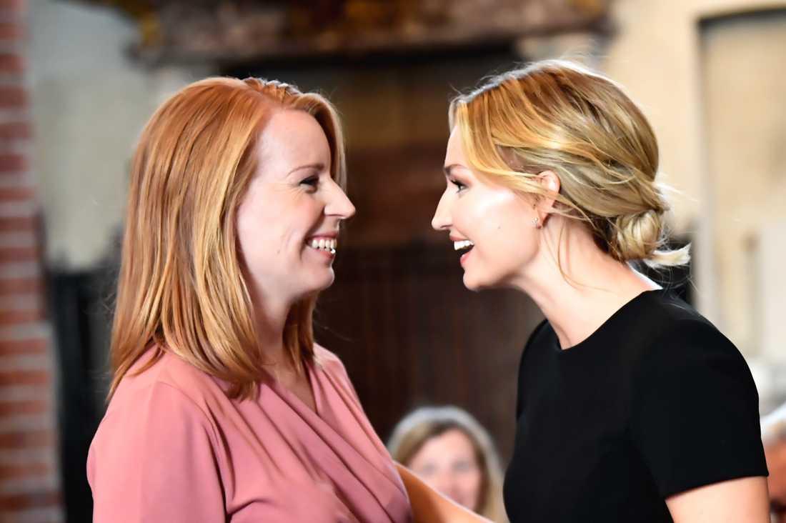 Ebba Busch Thor (KD) och Centerpartiets partiledare Annie Lööf (C) och Kristdemokraternas partiledare i Storkyrkan.