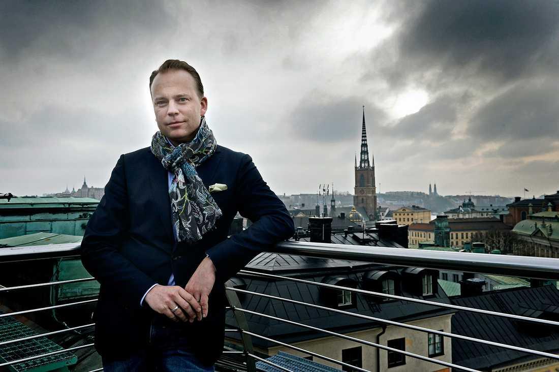 """""""Mycket hände när Fredrik tog över ledarskapet i partiet 2003 och höll invigningstal på Pridefestivalen. Det sände signaler i mitt parti, säger Olof Lavesson, 38."""