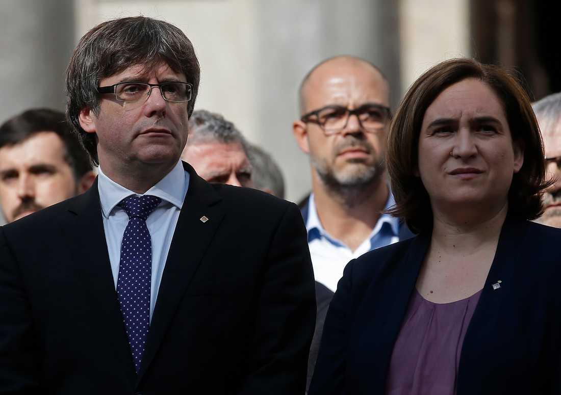 Kataloniens avsatte regionpresident Carles Puigdemont och Barcelonas borgmästare Ada Colau. Arkivbild.