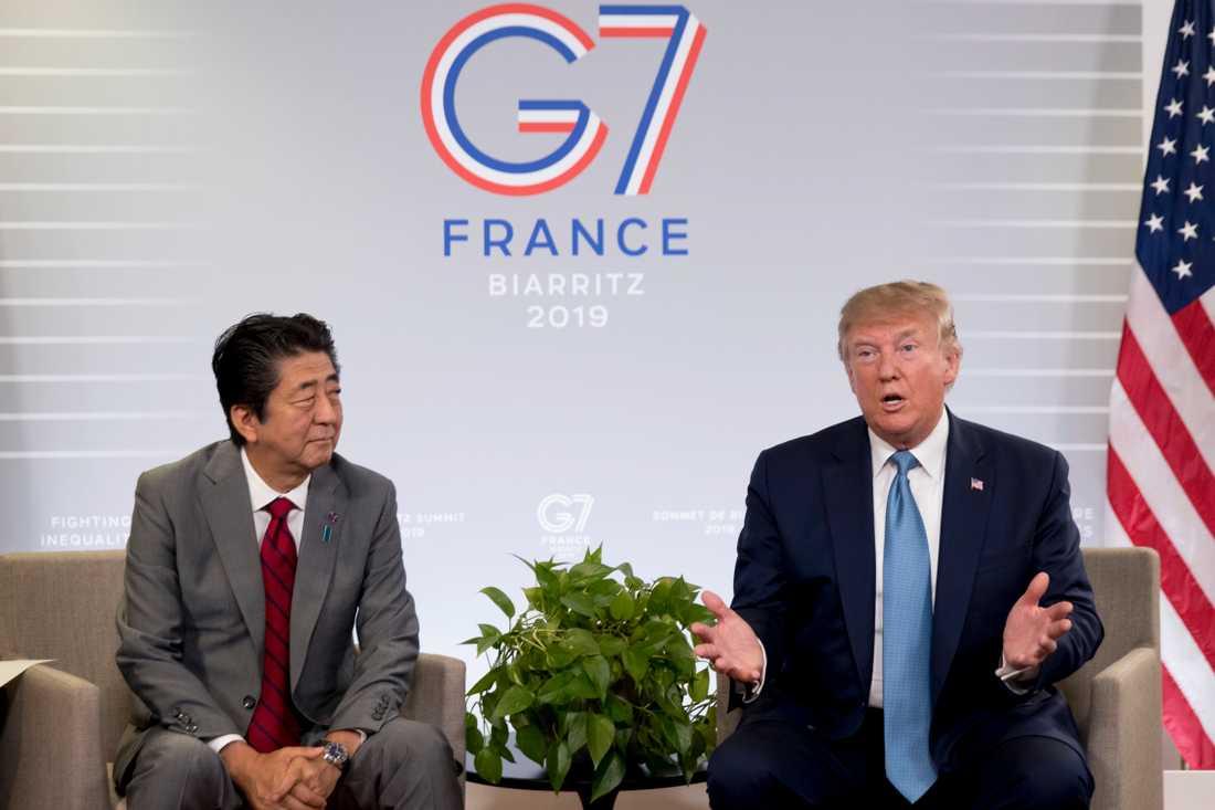 Donald Trump och Shinzo Abe är oeniga om hur allvarligt Nordkoreas uppskjutningar av kortdistansrobotar är. Här under G7-mötet i franska Biarritz.