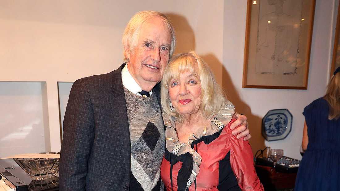 Carl-Axel Dominique och Monica Dominique stod för delar av musiken under vigseln.