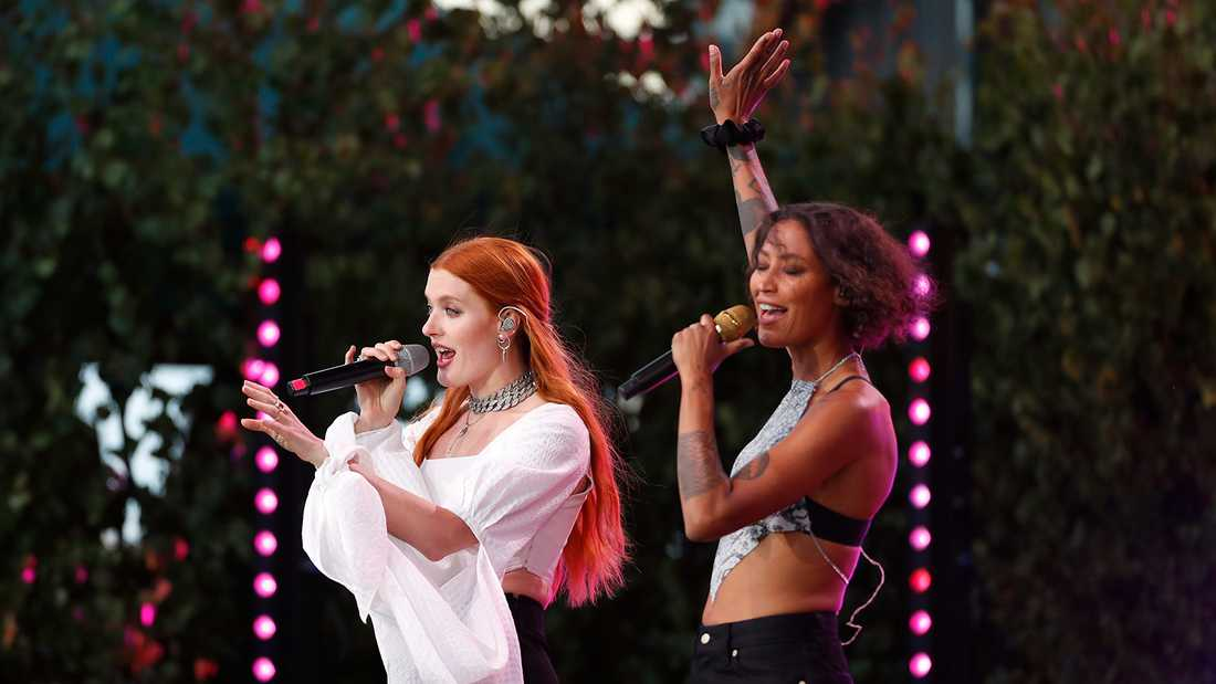 """Icona Pop i """"Allsång på Skansen""""."""