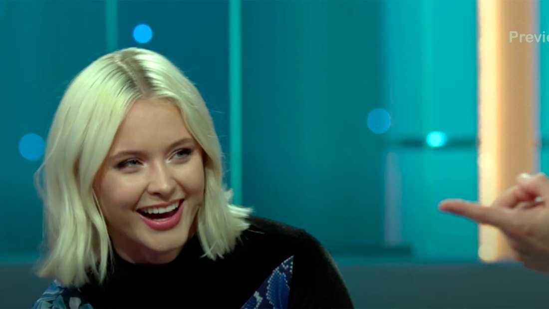 """Zara Larsson i """"Hellenius hörna""""."""