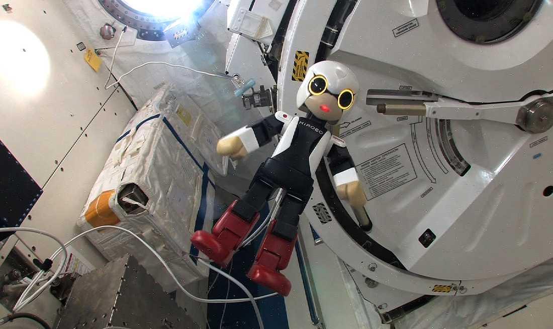 RYMDROBOT Världens första robotastronaut känner på tyngdlösheten i den internationella rymdstationen (ISS).