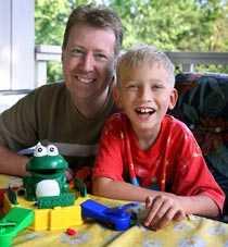 Lärde sig tillsammans Det tog tid – men med beröm, uppmuntran och rätt sorts träning lyckades Thomas Almqvist och sonen Niklas tillsammans arbeta bort Niklas stamning.