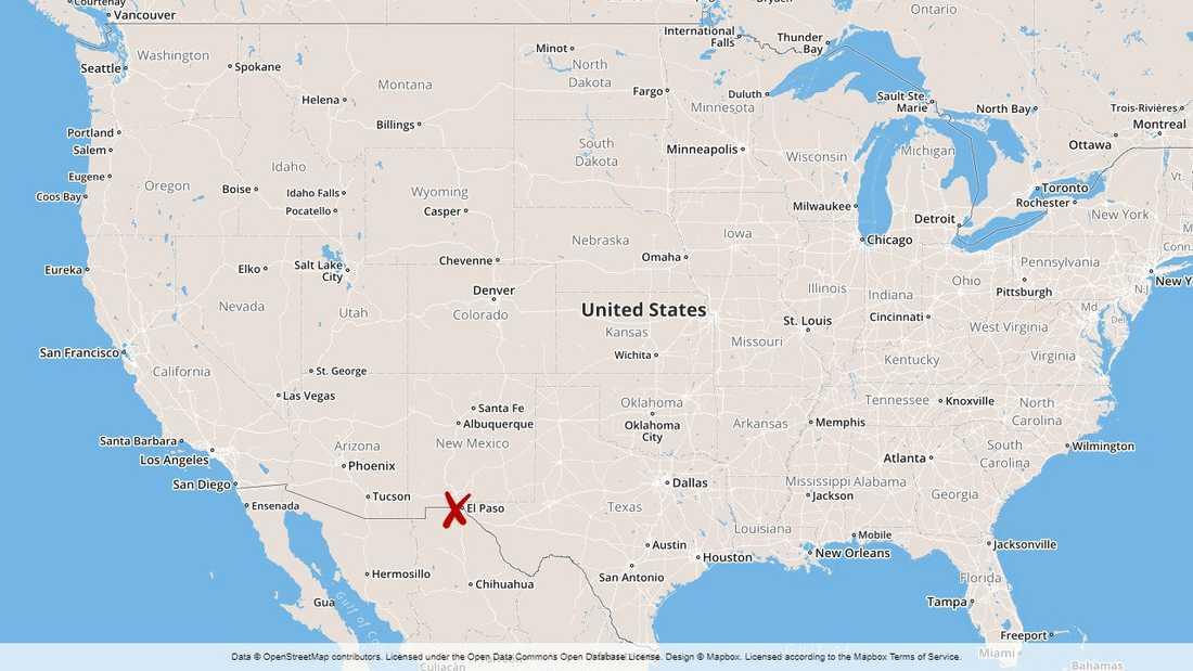 Polisen i El Paso vid köpcentret där flera människor ska ha dödats i en skottlossning.