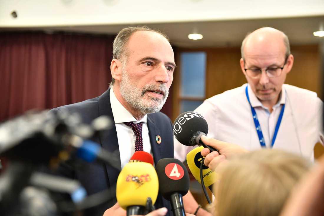 Behcet Barsom (KD), ordförande i varuförsörjningsnämnden, kommenterar mötet med Apotekstjänst på måndagen.