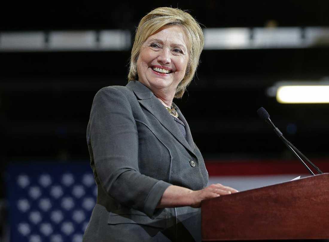 Ett slag mot Trump Hillary Clinton har en tvåsiffrig ledning enligt en ny mätning.