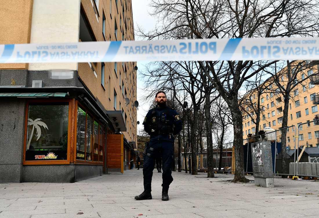 Enligt rykten blev männen torterade – något som polisen tillbakavisar.