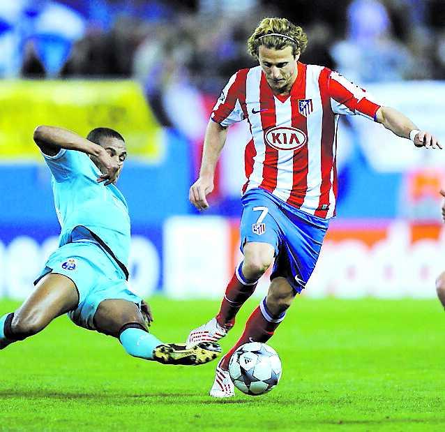 BEHÖVDE VINNA Atléticos Diego Forlan driver mot ett tufft Porto.