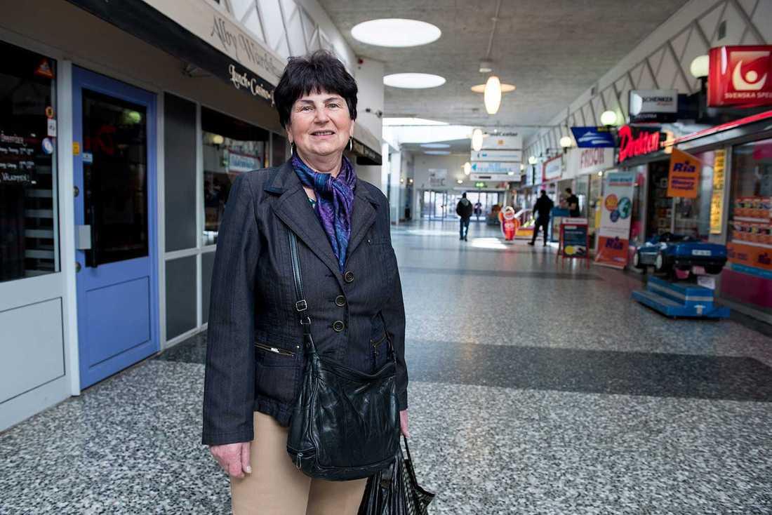 """""""Kanske finns det inte jobb. Eller så är det många som tycker om att leva på bidrag"""", säger Halina Nilsson, 69."""