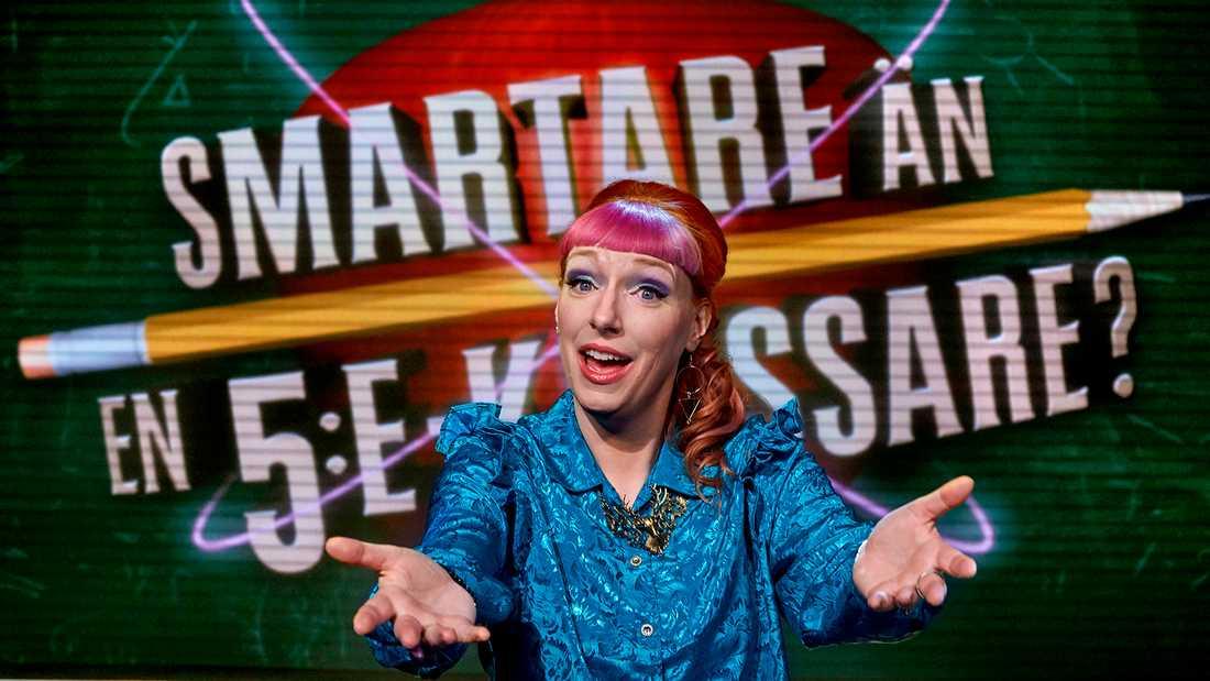 """Josefin Johansson leder nya säsongen av """"Smartare än en 5:e-klassare"""" i SVT."""