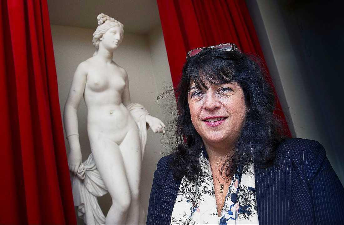 Författaren E L James har blivit förmögen på sina erotiskt laddade böcker.