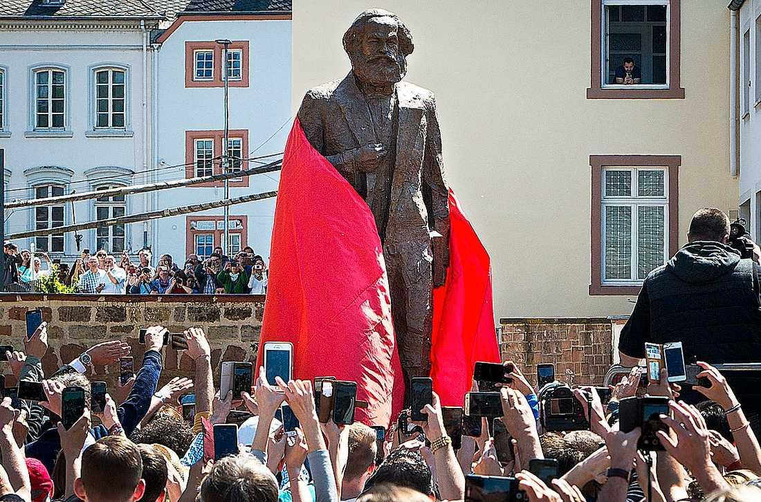 Marx 200-årsjubileum blev ett propagandanummer för Kina – en av de mest brutala kapitalistiska regimerna i världen, skriver Per Leander apropå avtäckningen av nya Karl Marx statyn i tänkarens födelsestad Trier.