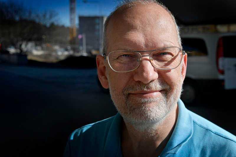När Lars Nordin, 56, skulle sälja sin gamla Volvo genomförde köparen och hans son ägarbytet i Transportstyrelsens app – utan att först betala.