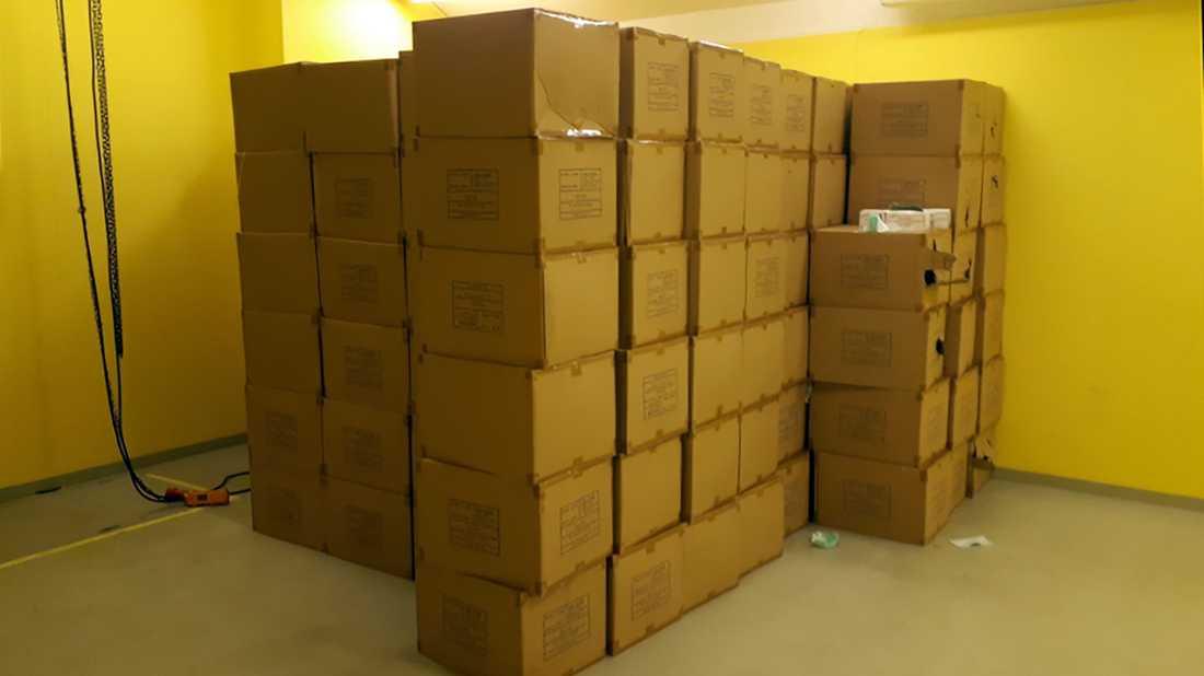I de 200 kartongerna på lagret fanns totalt 400 000 munskydd