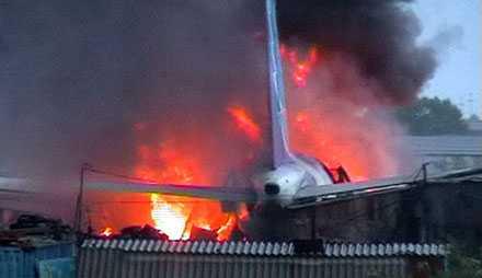 INFERNO Passagerarplanet fattade eld efter kraschen.