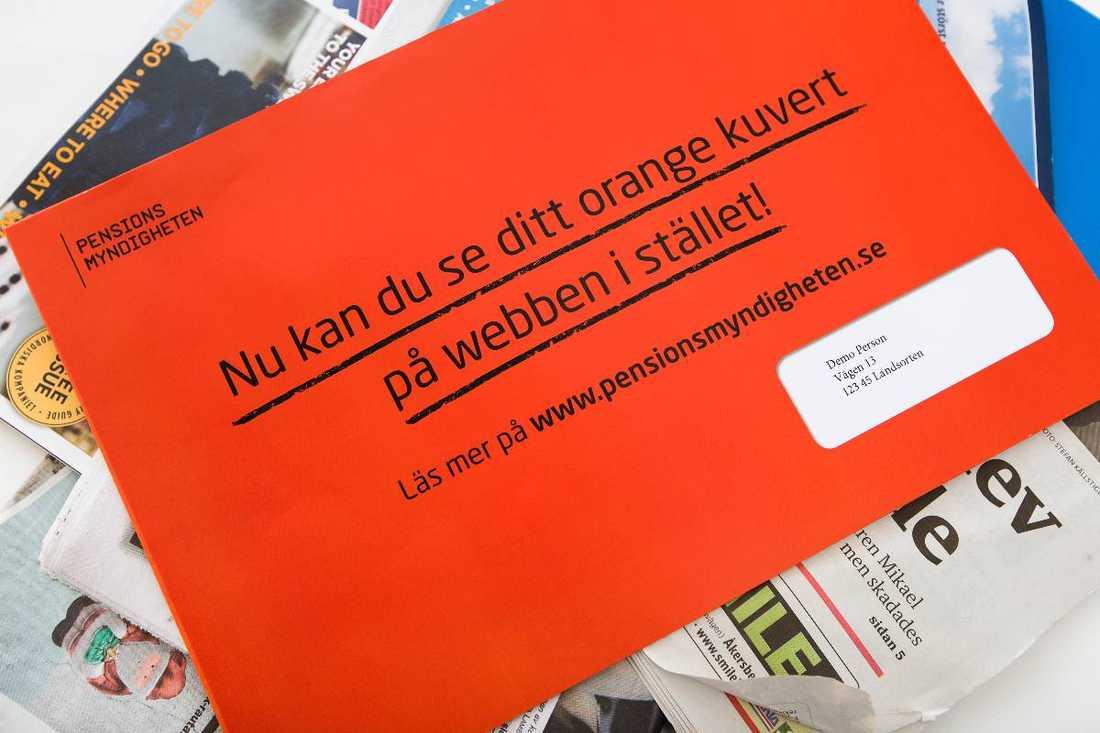 Nu är det dags igen Med start nästa måndag börjar årets orangea kuvert från Pensionsmyndigheten skickas ut till landets pensionärssparare. Först kommer beskeden till Västmanland, Dalarna, Gävleborg, Västernorrland, Jämtland, Västerbotten, och Norrbotten. Håll i hatten, det kan vara goda nyheter.