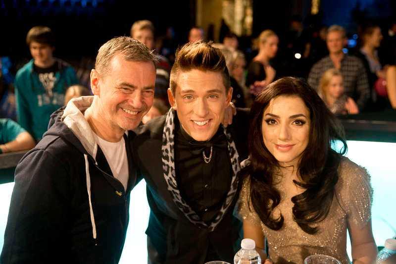 Pustade ut Danny och Gina fick stöd av Christer Björkman – och beröm av tittarna efter en slitsam direktsändning.