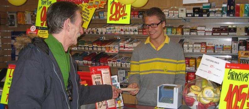Här i Ystads spel och tobak lämnades ett av miljonsystemen in.