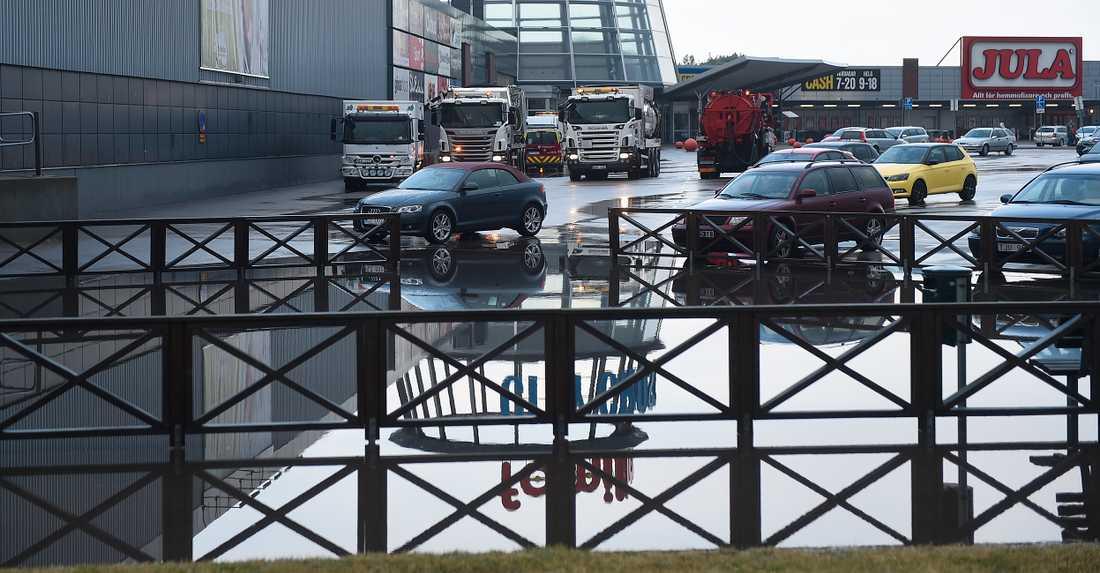 Översvämmat på Familia köpcentrum i Hyllinge