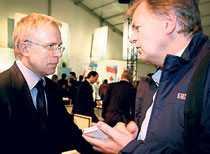 Sportbladets Mats Wennerholm intervjuar Fetisov.