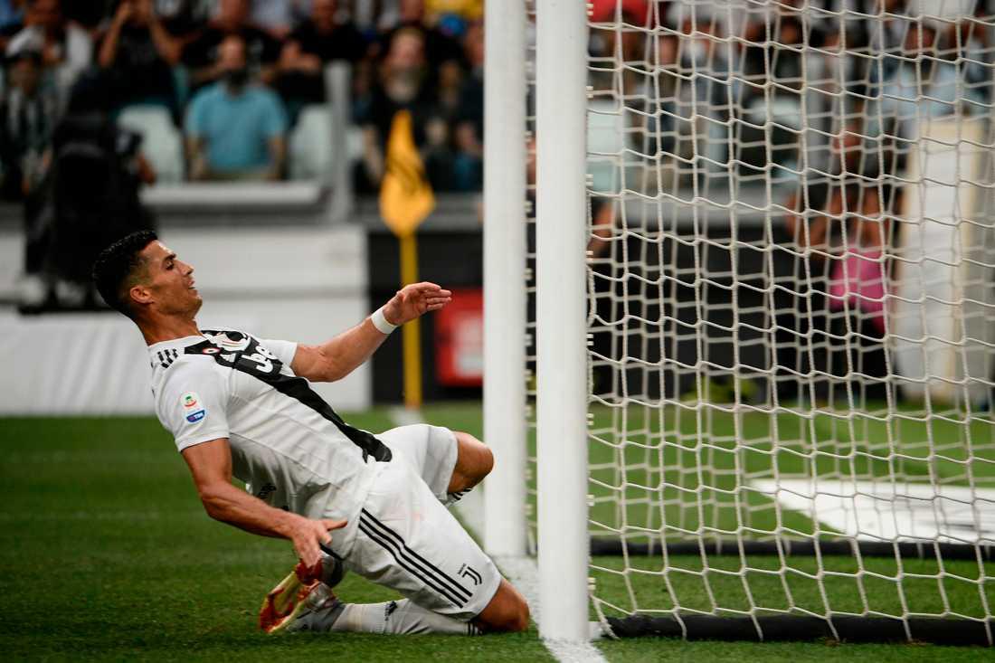 Ronaldo tar sig glidande in över mållinjen efter en målchans, men hans avslut väntar ännu på att göra detsamma.