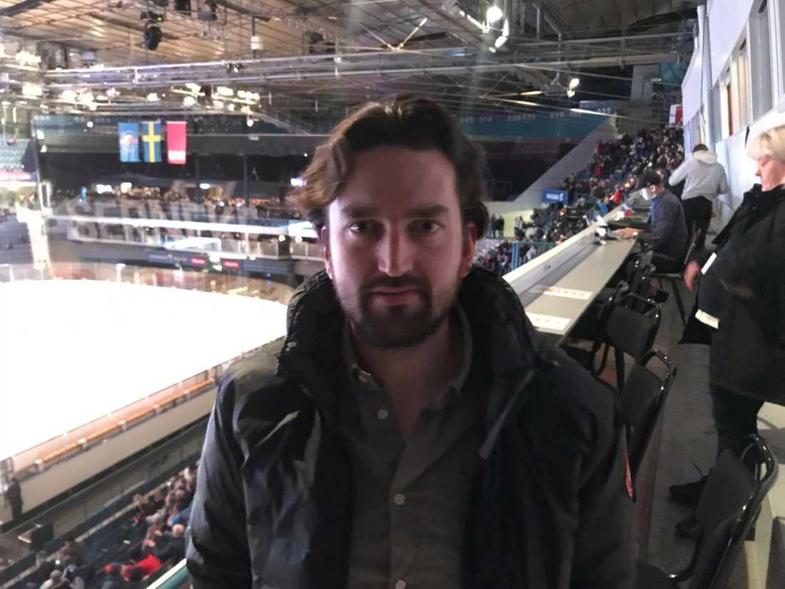 Jhonas Enroth såg Örebros match på Hovet från pressläktaren.