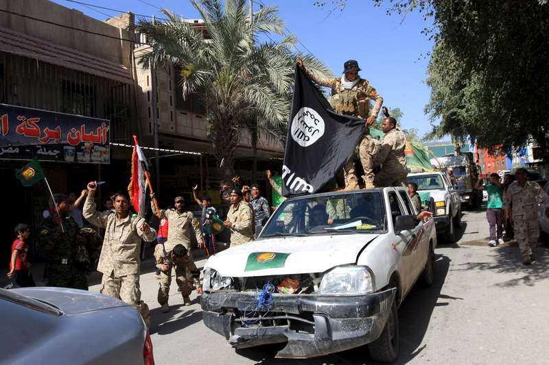 Återerövrade viktig stadIrakiska styrkor har återtagit kontrollen över Saddam Husseins hemstad Tikrit. De gjorde de med lika brutala medel som när IS intog staden. Här triumferar irakierna med en nedtagen IS-flagga.