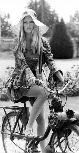 Brigitte Bardot var modellen som blev skådespelare och som på 60-talet var en enorm stjärna, mycket för sitt sexuella uttryck och härliga stil.