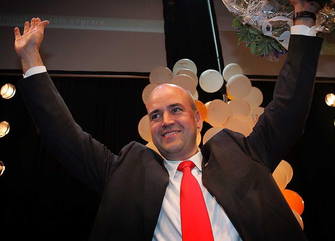 2006 Fredrik Reinfeldt firar valsegern.