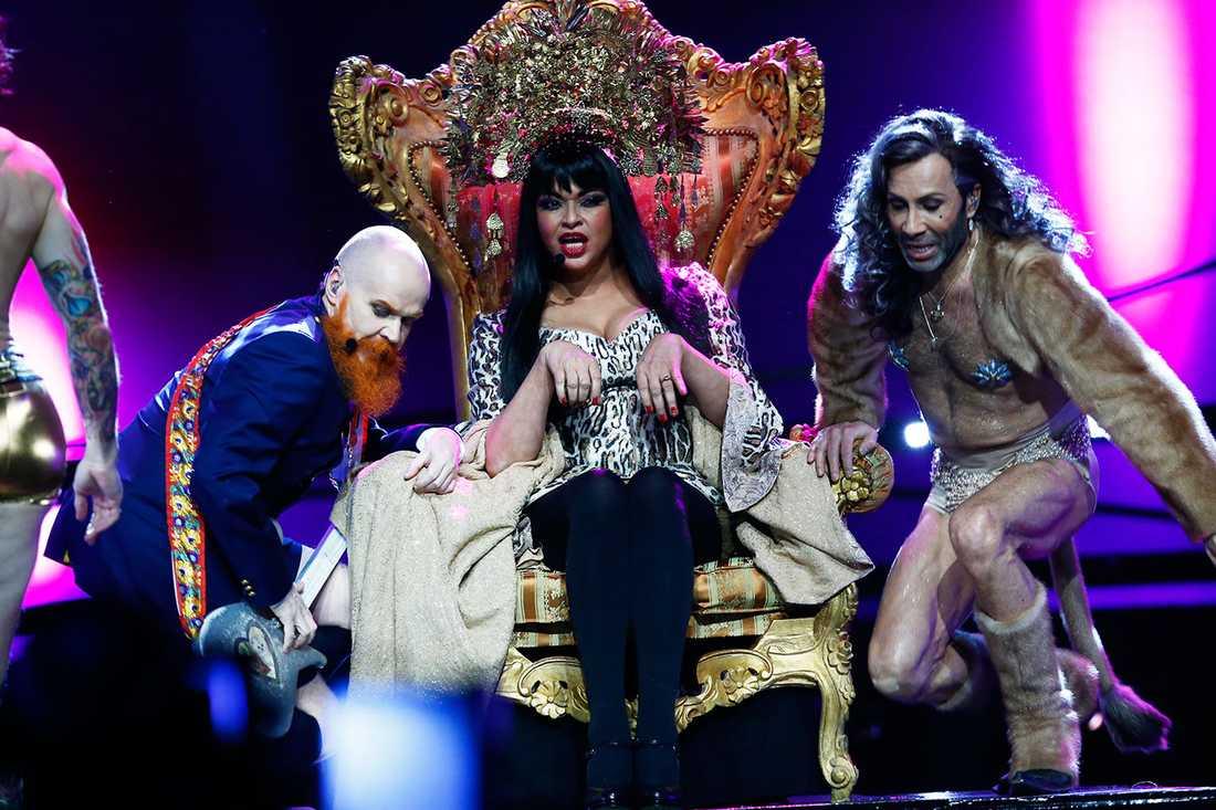 Camilla Henemark sparkades genom ett öppet brev efter att bandet åkt ur Melodifestivalen.