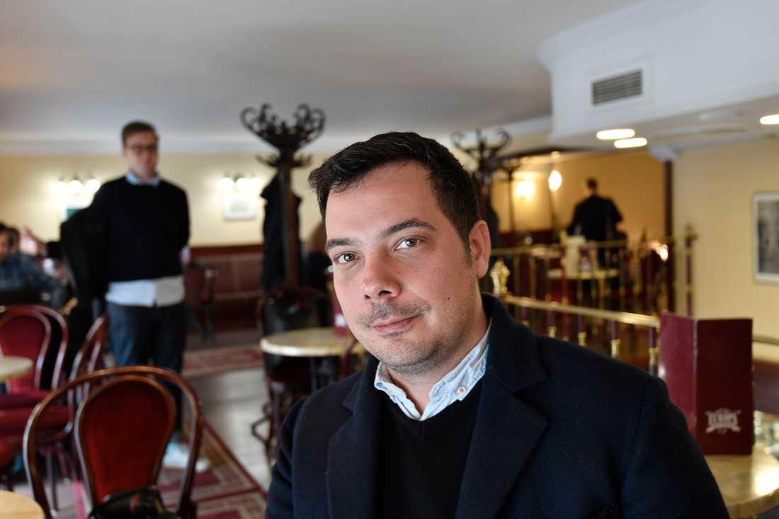 Andras Léderer jobbar för människorättsorganisationen Ungerska Helsingforskommittén.