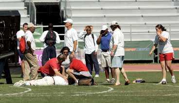 FUNKTIONÄR I 40 ÅR Träningen inför dagens kval till de amerikanska mästerskapen fick ett obehagligt slut. Funktionären Paul Suzuki träffades i huvudet av en kula - och avled i ambulansen på väg till sjukhuset.