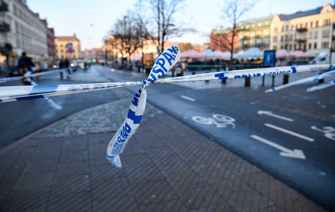 Våldsbrott är inte ovanligt vid Möllevångstorget. Här avspärrningar efter en våldtäkt.