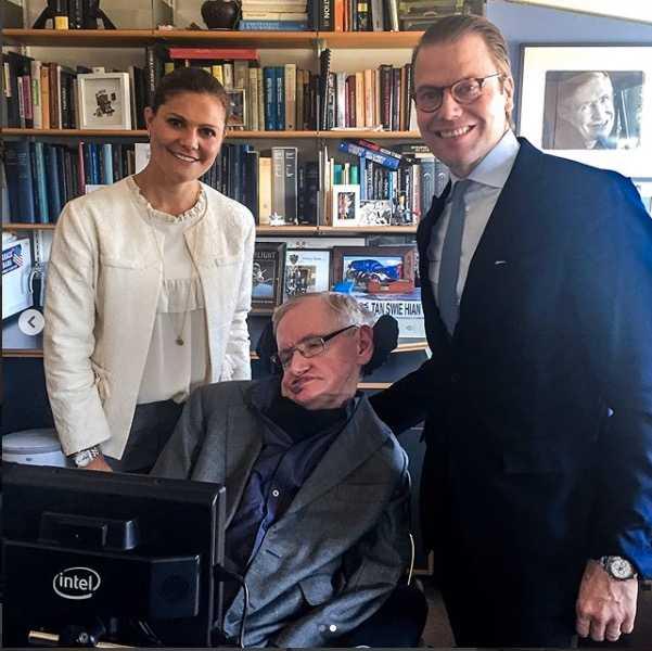 Kronprisessan Victoria och prins Daniel med Stephen Hawking.