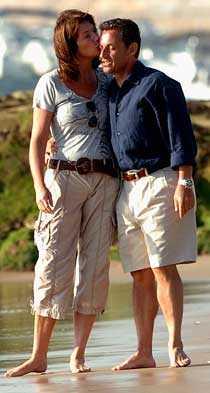 Lyckligare tider Sommaren 2006, då Cécilia och Nicolas Sarkozy fortfarande var ett par. För övrigt träffades de första gången när Nicolas i egenskap av borgmästare var vigselförrättare när Cécilia gifte sig för första gången...