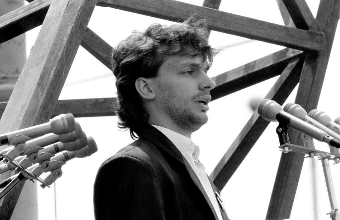 Viktor Orbán 1989, nybliven ledare för ungdomsrörelsen Fidesz, som hade en övre åldersgräns på 35 år.