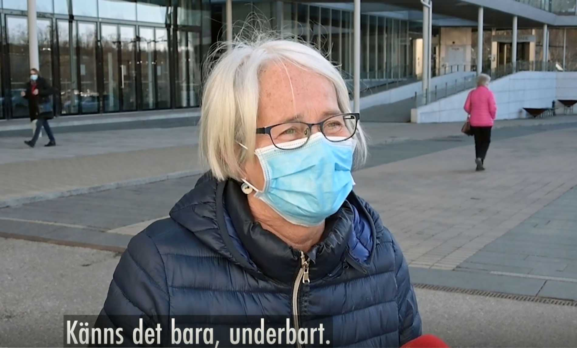 """""""Märkligt att det var så många lediga tider, därför är det väldigt skönt nu att de har öppnat upp här för oss"""", säger Maud, 72."""