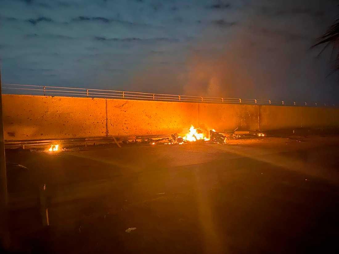 Iraks regering har släppt bilder från attacken mot toppgeneralen.