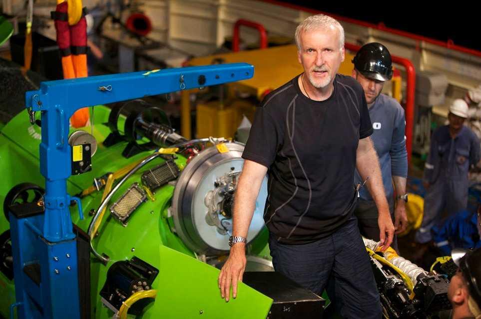 James Cameron och farkosten Deepsea Challenger som ska ta honom ner till havets botten.
